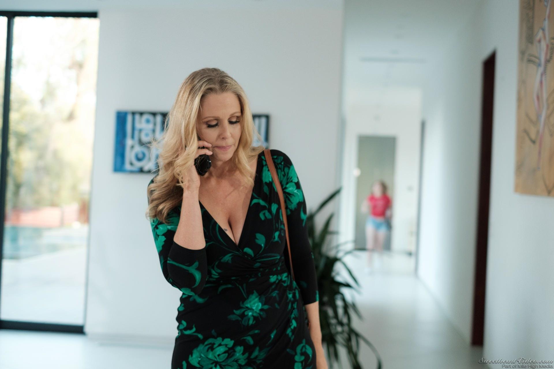 Джулия энн в фильмах улёт!!!!!!!!!!!!!!